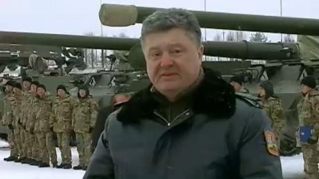 """Порошенко предлагает сделать День защитника Украины """"красным"""" днем календаря"""