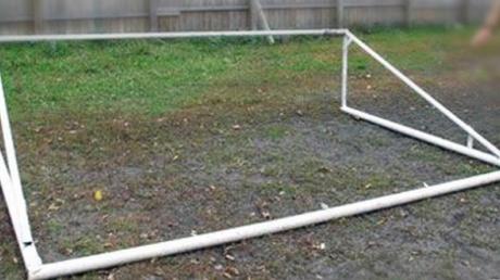 Трагедия на Закарпатье: 10-летний ребенок погиб от рухнувших на него футбольных ворот