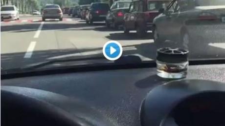 """""""Скоро за хлебушком так будут стоять"""": видео огромной очереди за бензином в Донецке """"взорвало"""" Сеть"""