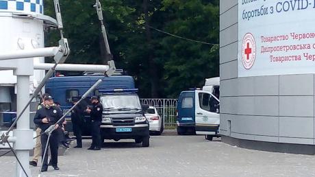 """""""#Стоп Реванш"""" в Днепре: полиция стягивает силы в центр города, люди начинают прибывать, кадры"""