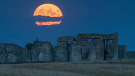 Осетровое полнолуние: жители Земли стали свидетелями уникального природного явления