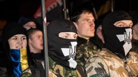 """Участник """"Марша правых"""" - Порошенко: уничтожьте пятую колонну или фронтовики сделают переворот в стране"""