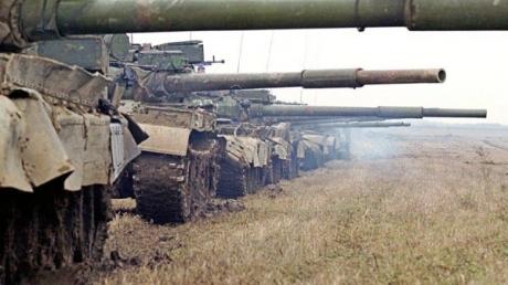 Конвои снабжения боевиков привезли в Донецк и Первомайск боеприпасы и технику, – «ИС»