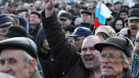 """В """"ДНР"""" организовывают антиукраинские митинги. Кремль уже выдал 400 тысяч рублей - источник"""