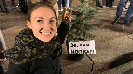 """На Майдане появилась первая палатка и """"йолка"""" - ситуация накаляется"""