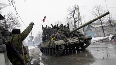 ДНР отводит технику в сторону границы с Российской Федерацией