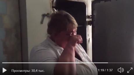 """Врач в российской больнице расплакалась перед камерой: """"Зарплата 11 тысяч, подушки в моче и крови"""""""