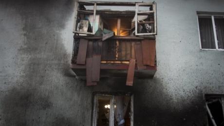 От ночных артобстрелов серьезно пострадал Петровский район Донецка - горсовет