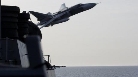 """Полет Су-24 над эсминцем """"Дональд Кук"""": польский профессор призвал сбивать российские самолеты"""