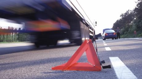 На блокпосту в Волновахском районе пьяный водитель грузовика сбил двух мужчин