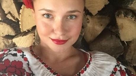 Панеттьери поздравила Кличко с Днем святого Валентина в вышиванке и веночке