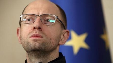 Яценюк спрогнозировал ревальвацию в Украине, если на руках у людей скопится валюта