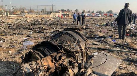 """""""Это не может быть ошибкой экипажа"""", - Бутусов о падении самолета МАУ Boeing 737 в Иране"""