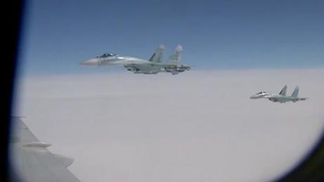 """Чтобы не расслаблялся. НАТОвские истребители второй раз """"отконвоировали"""" самолет российского министра обороны Шойгу"""