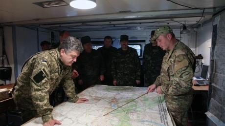 Порошенко: окружения военных в Дебальцево не было