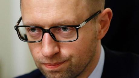 Яценюк: если в Мариуполе закроются заводы, страна останется без налогов и без валюты