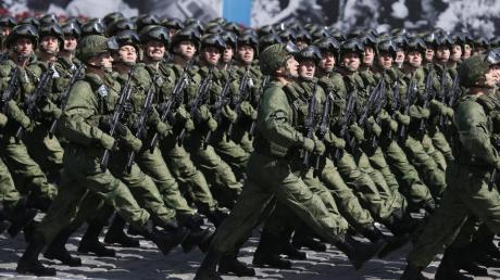 Россия готовит войска против COVID-2019: Путин поручил проверить готовность армии к борьбе