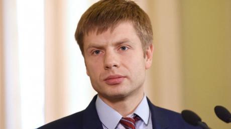 """Первый """"слуга народа"""" заболел коронавирусом: нардеп Гончаренко назвал фамилию политика"""