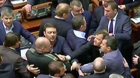 Гройсман: предлагаю за драку в парламенте удалять депутатов  на 15 заседаний