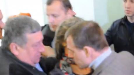 Потасовка в Хмельницкой ОГА: возмущенные активисты Майдана подрались с охраной первого замглавы администрации Порошенко