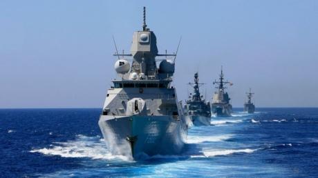 НАТО: Россия угрожает кораблям альянса в Черном море