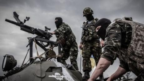 """""""Тяжелое очень громко и часто"""", – дончане сообщают о мощном обстреле в районе аэропорта и Песок"""