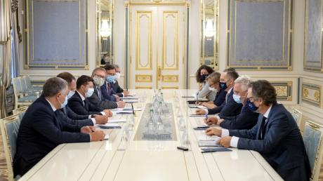 Переговоры Зеленского с Путиным на нормандском саммите: в ОП озвучили сроки