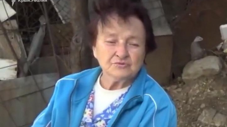 """""""Это все Америка нас травит!"""" – пользователей Сети насмешил """"меткий"""" комментарий крымской пенсионерки - кадры"""
