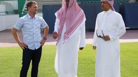 """Как Ребров покоряет Саудовскую Аравию: опубликованы фотографии первого дня пребывания экс-""""динамовца"""" в качестве наставника """"Аль Ахли"""""""