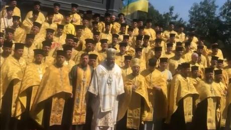 видео, гимн украины,  священники, луцкая епархия, соцсети, московский патриархат, киевский патриархат, филарет, автокефалия, томос