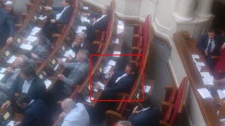 Дмитрий Добкин снова отличился в Раде - в соцсетях опубликовали кадры неадекватного поведения нардепа