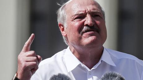 Лукашенко объявили персоной нон грата в ЕС и не признали выборы