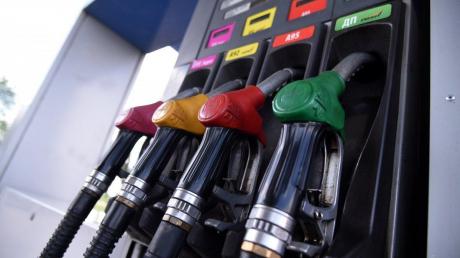 """Топливо в Украине пробивает """"ценовое дно"""": эксперты сказали, когда ждать отката"""