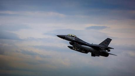 """Атака F-16 ВВС Турции на армянский """"Су-25"""": появились новые подробности воздушного столкновения"""