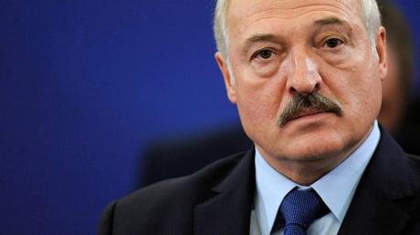 """Лукашенко на фоне слухов о госпитализации подтвердил инфицирование коронавирусом: """"Попал в эту когорту"""""""