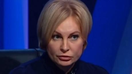 Российскую пропагандистку Курлаеву вслед за мужем со скандалом выгнали из Латвии: названа причина