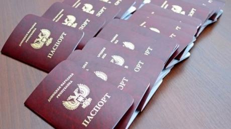 """Эпатажный общественник разоблачил вранье Пушилина и доказал, что """"ДНРовский"""" паспорт – ничего не стоящая в России бумажка"""