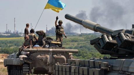 """""""Смотрю, уже окоп заливает кровью"""", - бойцы ВСУ рассказали, как """"ЛНР"""" обстреливает солдат в АТО во время наступления под Желобком - кадры"""