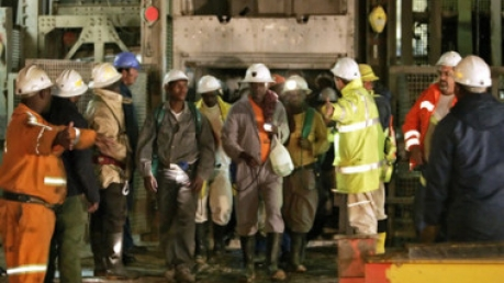 Все горняки горящего рудника в ЮАР спасены
