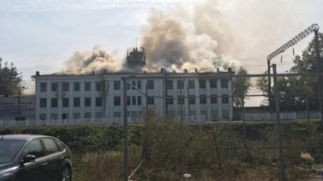 В российском Брянске горит машиностроительный завод: в Сети показали фото полыхающего здания