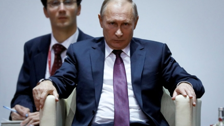 """""""Россию ждут миллиардные потери из-за """"среднего пальца"""" Путина, президент РФ реально всех достал"""", - блогер"""