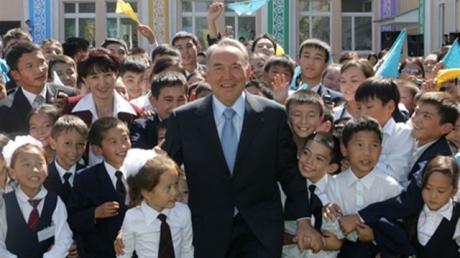 """Казахстан отчаливает от """"русского мира"""" на всех парусах: Назарбаев заявил, что страна отказывается от кириллицы - СМИ"""