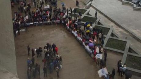 """""""Еще мы """"бигморды"""" посрезаем"""": Филатов жестко ответил уличным торговцам, протестующим у мэрии"""