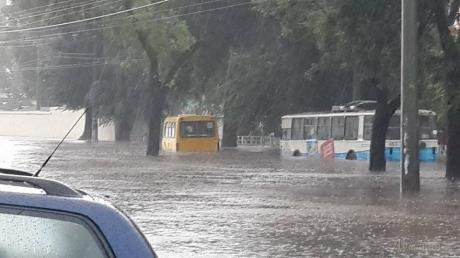 К Одессе приближается разрушительный циклон из Румынии - город ждут сильные затопления, горожанам советуют оставаться дома