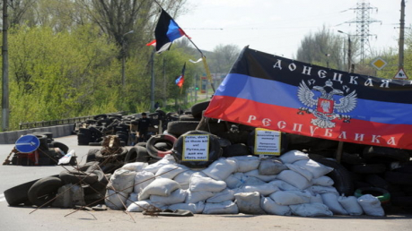 """Жительница """"ДНР"""" боевикам: """"С кем вы воюете? Мы же граждане ДНР, что ж вы творите?"""""""