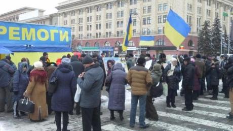 Воскресное вече: В самом сердце Харькова активисты исполнили гимн Украины