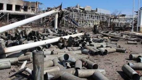 В аэропорту Донецка слышны взрывы