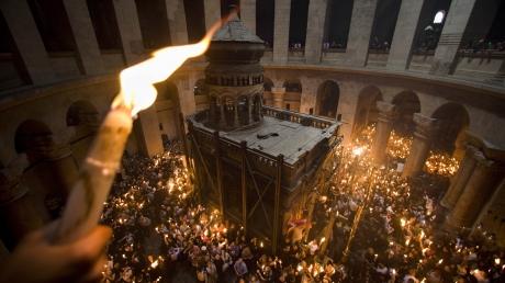 Пасха, священный огонь, Израиль, УПЦ, паломники, благодатный огонь, Борисполь, Успенская церковь, новости Украины