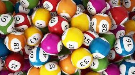 Вот так повезло: житель Шотландии выиграл в лотерее 74 млн долларов