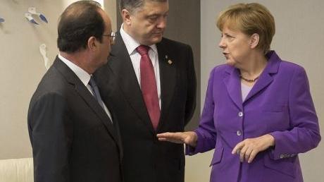 Порошенко обсудил с Олландом и Меркель ситуацию в Донбассе